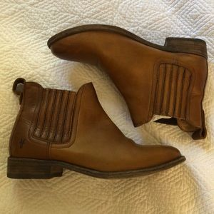 Frye Chelsea Boots Sz 7.5 caramel leather
